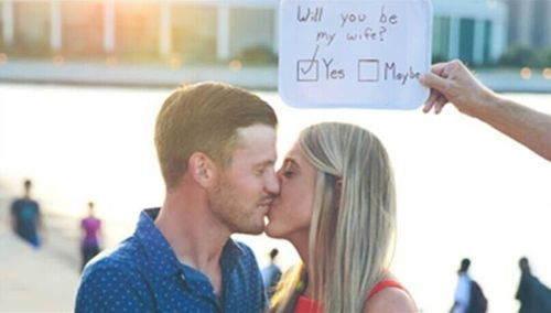 [新聞] 癡情男上演真實版365天求婚
