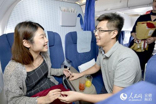 [新聞] 雲端求婚:合肥至昆明航班上乘客向女友求婚