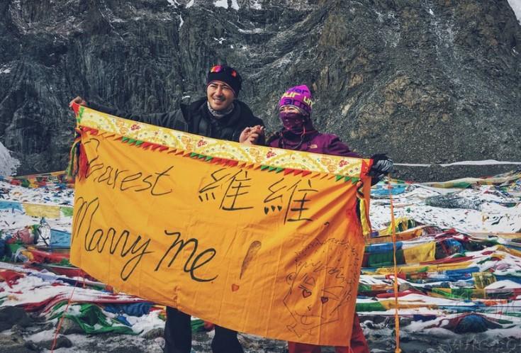 [新聞] 陳亦飛西藏高山求婚 星女友淚崩擁吻點頭嫁