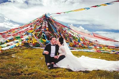 [新聞] 重慶小伙自駕到西藏4000米高山跪地向女友求婚